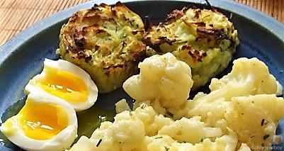 Zucchiniküchlein und Blumenkohlsalat (4)
