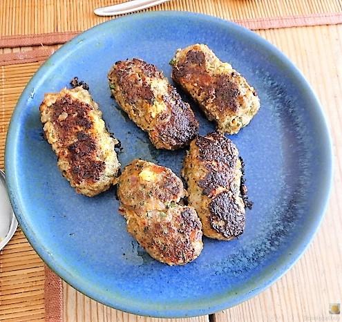 Bifteki mit Pimientos und Reis (16)