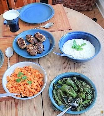 Bifteki mit Pimientos und Reis (5)