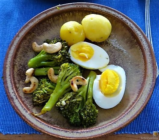 Brokkoli mit Chilli und Cashewkernen (12)
