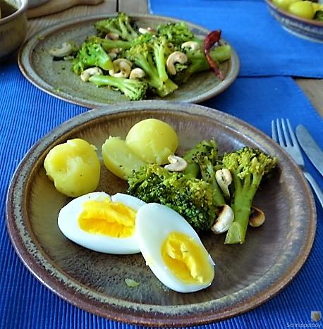 Brokkoli mit Chilli und Cashewkernen (4)