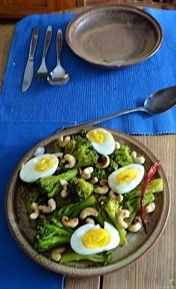 Brokkoli mit Chilli und Cashewkernen (6)