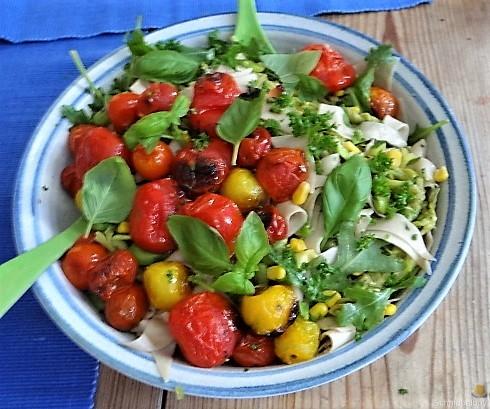 Buchweizenpasta mit verschiedenen Gemüsen (1)