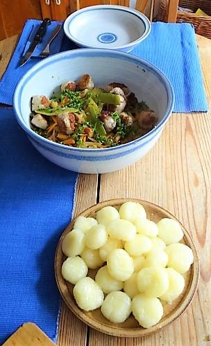 Frisches Sommergemüse mit Hackbällchen und Gnocchis (15)