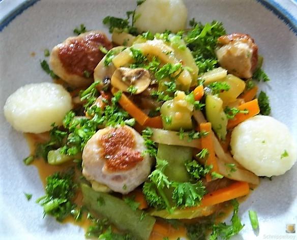Frisches Sommergemüse mit Hackbällchen und Gnocchis (3)