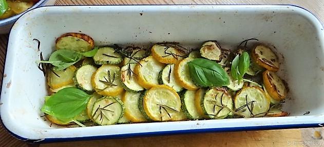 Ofen Zucchini mit Guacamole und Kloßscheiben vom Vortag (13)