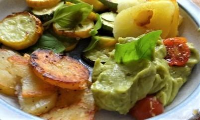 Ofen Zucchini mit Guacamole und Kloßscheiben vom Vortag (2)