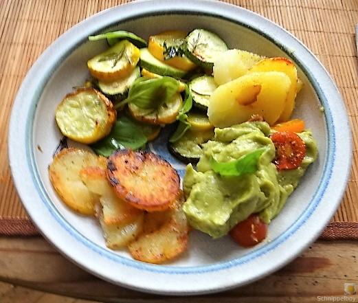 Ofen Zucchini mit Guacamole und Kloßscheiben vom Vortag (26)