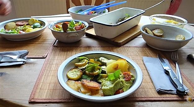 Ofen Zucchini mit Guacamole und Kloßscheiben vom Vortag (27)
