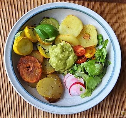 Ofen Zucchini mit Guacamole und Kloßscheiben vom Vortag (3)
