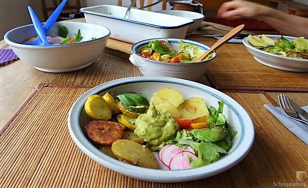 Ofen Zucchini mit Guacamole und Kloßscheiben vom Vortag (5)