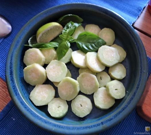 Spitzpaprika in Kokosmilch mit Minizucchini und Reisnudeln (16)