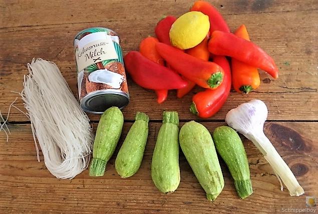 Spitzpaprika in Kokosmilch mit Minizucchini und Reisnudeln (7)