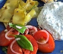 Zucchini-Tomatensalat und Tzatziki (19)